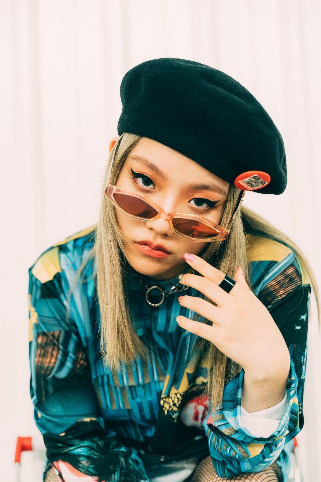 安那推出新歌「咦咦咦」。圖/野聲音娛樂提供