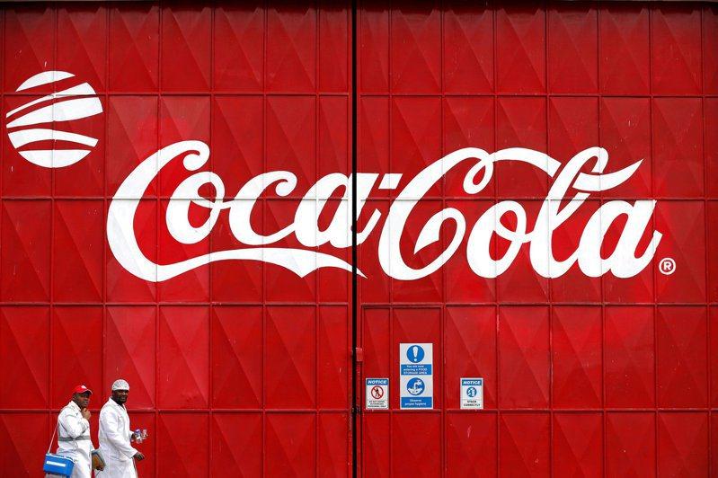 可口可樂公司打算漲價,引起網友熱議。(路透)