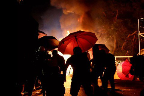 2021奧斯卡紀錄片盤點(下):戰火、革命之火與療癒奇作