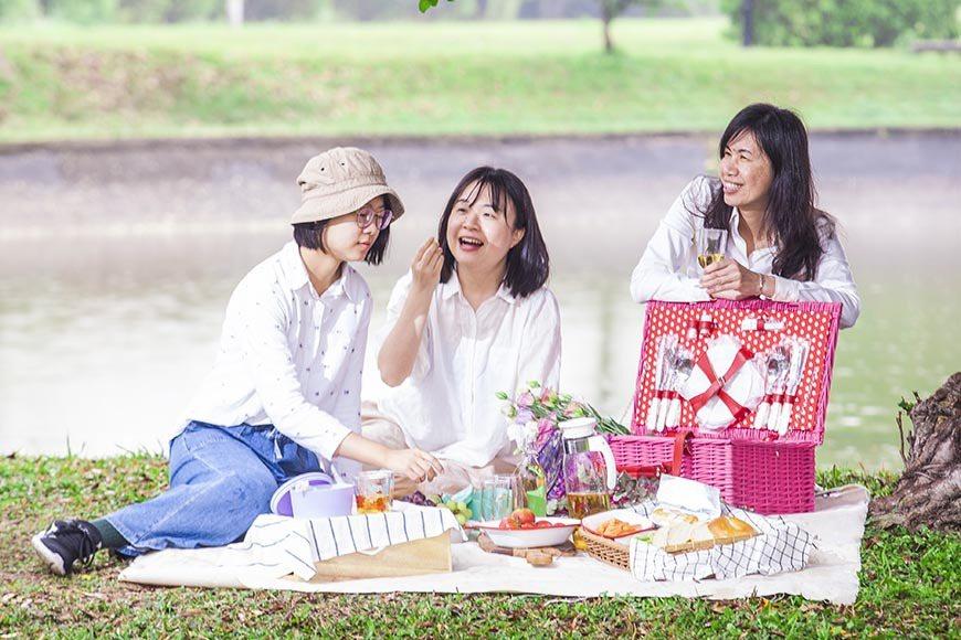 三、五好友一起,隨處都可以享受野餐時光。  圖/郭宏軒 攝影