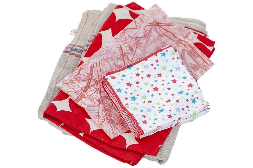 若使用便當盒或是無法密封的餐盒,可使用四方形布巾包裹起來 圖/郭宏軒 攝影