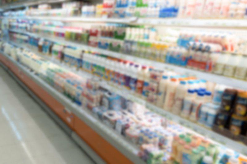 台灣的飲品多元,超商架上常擺滿玲琅滿目的各式風味飲品。圖片來源/ingimage