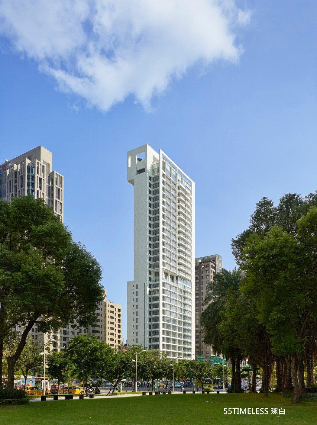 台北信義計畫區31層高的「55 Timeless琢白」是普立茲克建築獎得主、紐約...