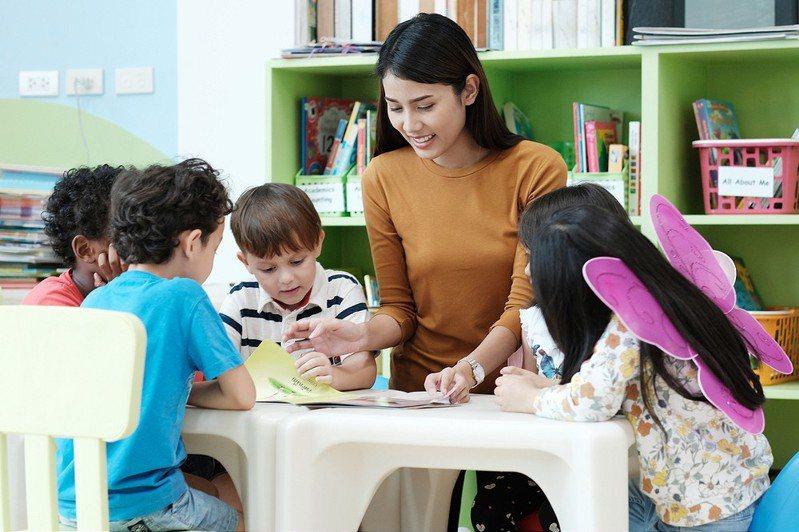 一名網友提出,他認為幼稚園應過濾身材較豐腴的老師,以維護小孩健康成長的環境,偏激言論遭網友砲轟。 示意圖/ingimage