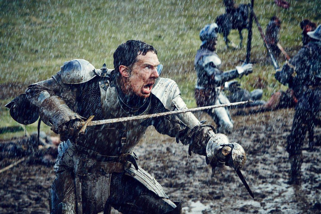 以《新世紀福爾摩斯》聞名的班乃迪克·康柏拜區出演《虛妄之冠》第二季的理查三世,演...