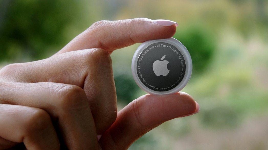 蘋果發表1件裝售價新台幣990元的AirTag。路透