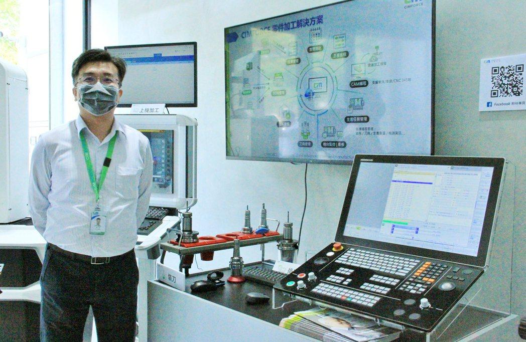 上博科技展示自動化刀具管理系統。 戴辰/攝影