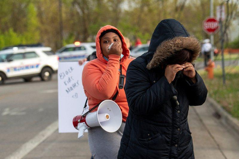 根據市長、家屬與媒體透露,美國俄亥俄州哥倫布的員警今天槍殺一名16歲非裔少女。路透社