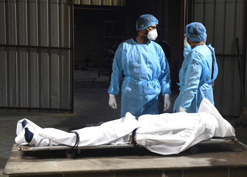 印度科學家在分析檢體時,又發現本土出現第2種新冠肺炎雙重變種病毒株,且在西孟加拉蔓延。歐新社