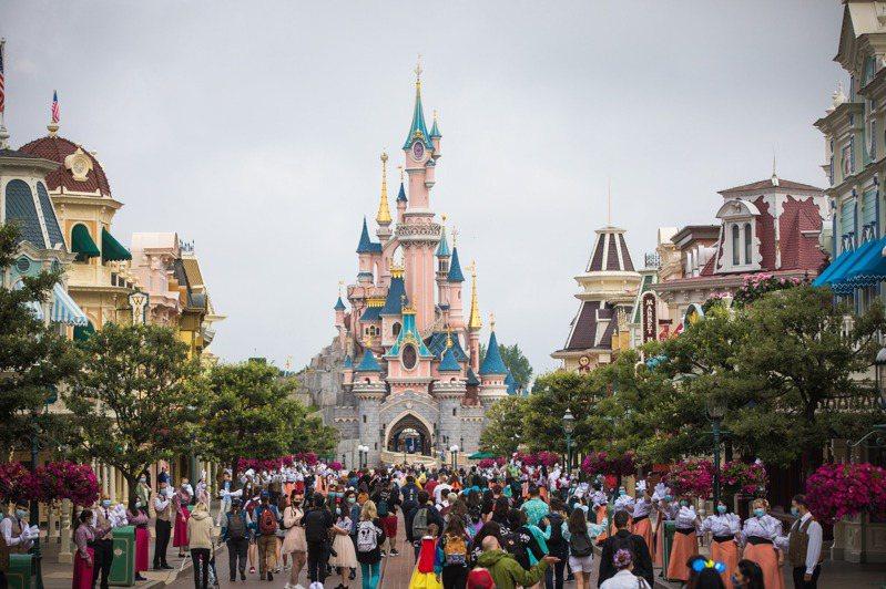 巴黎迪士尼樂園,將從24日起在會議中心設立大規模疫苗接種站。 歐新社