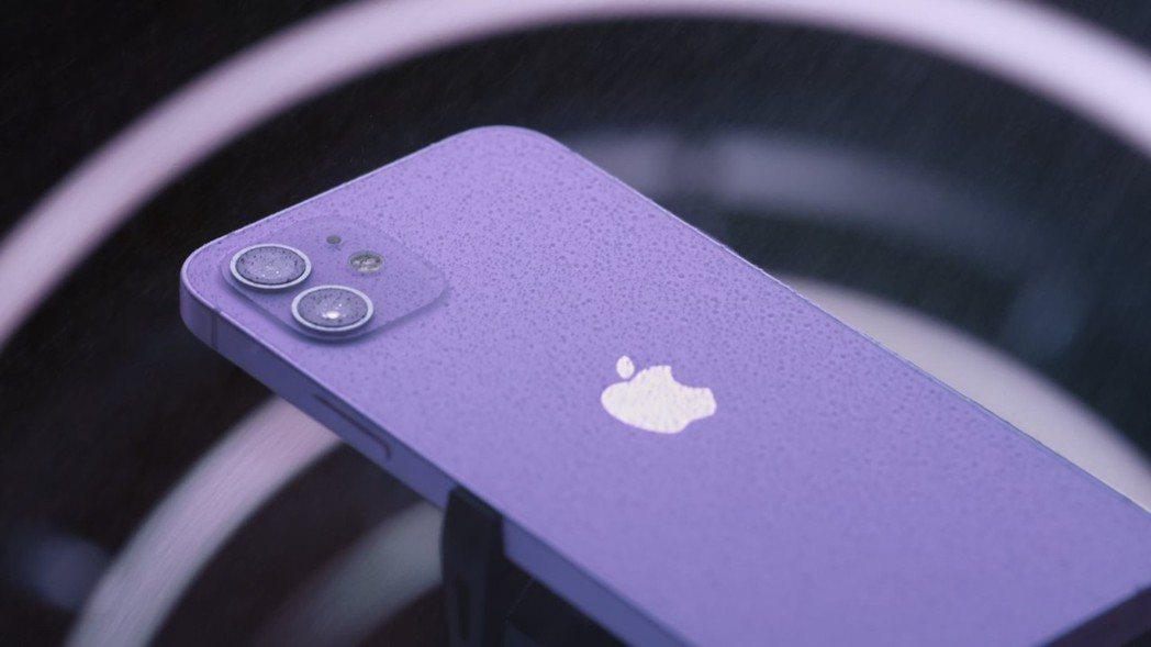 蘋果宣布月底將推出紫色版本的iPhone 12。圖/網路照片