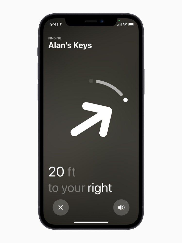 AirTag搭配iPhone 11和iPhone 12使用,可更精確地幫助使用者...
