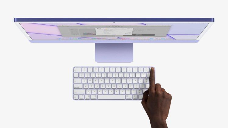 同步推出同色系的鍵盤、滑鼠、觸控板配件,更是Touch ID首次出現在iMac上...