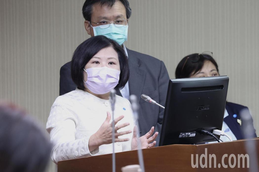 勞動部長許銘春(中)今出席衛環委員會,主要針對智能化職安、工安及公安總體檢與災害...