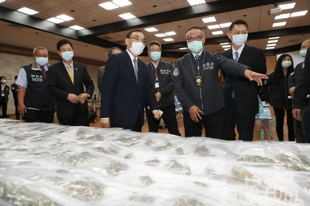 調查局破獲史上最大宗大麻案,法務部長蔡清祥到場勉勵。記者曾原信/攝影