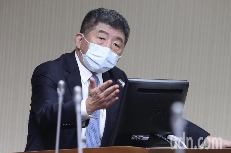 台灣新增兩例國籍航空貨機機師染疫,衛福部長陳時中上午受訪表示,就目前看來,本土感染的可能性越來越低,但也不能現在就排除,中央流行疫情指揮中心會繼續查。記者林俊良/攝影
