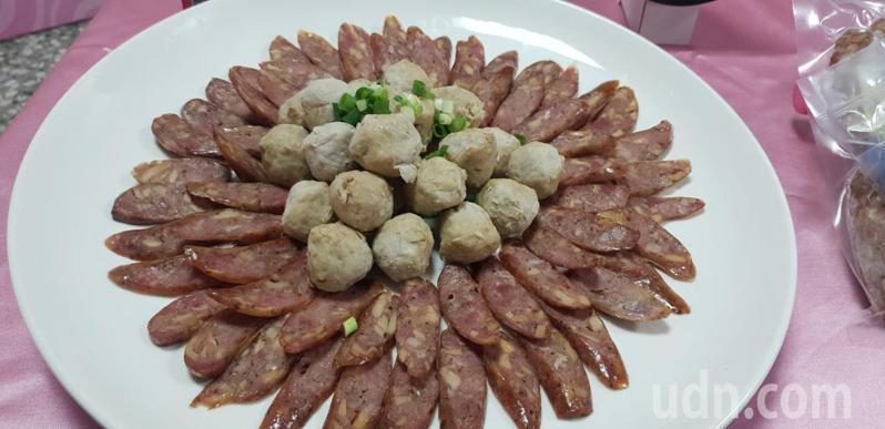 台中大安農會產銷履歷豬肉結合新社農會產銷履歷杏鮑菇,新產品今天上市發表。記者游振昇/攝影