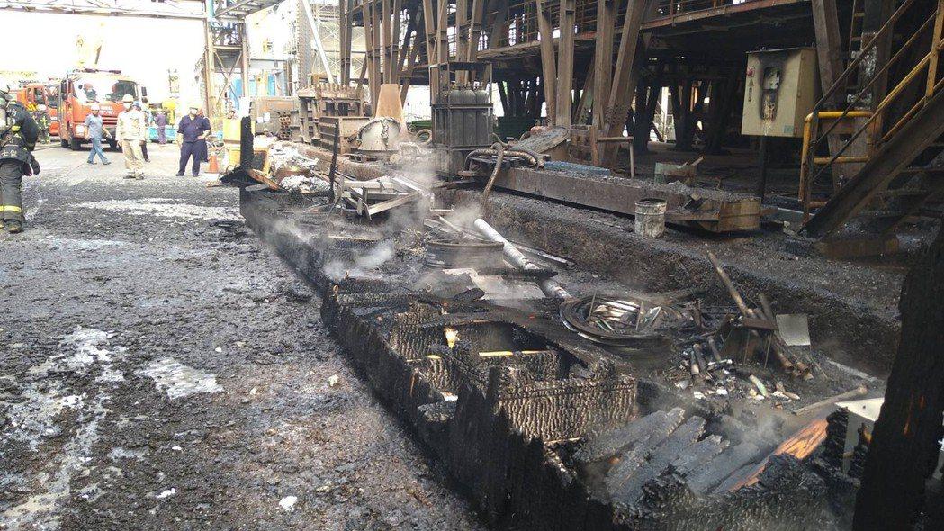 台中市后里區一家鋼鐵廠今天發生爐渣車爆炸起火意外。圖/台中市消防局提供