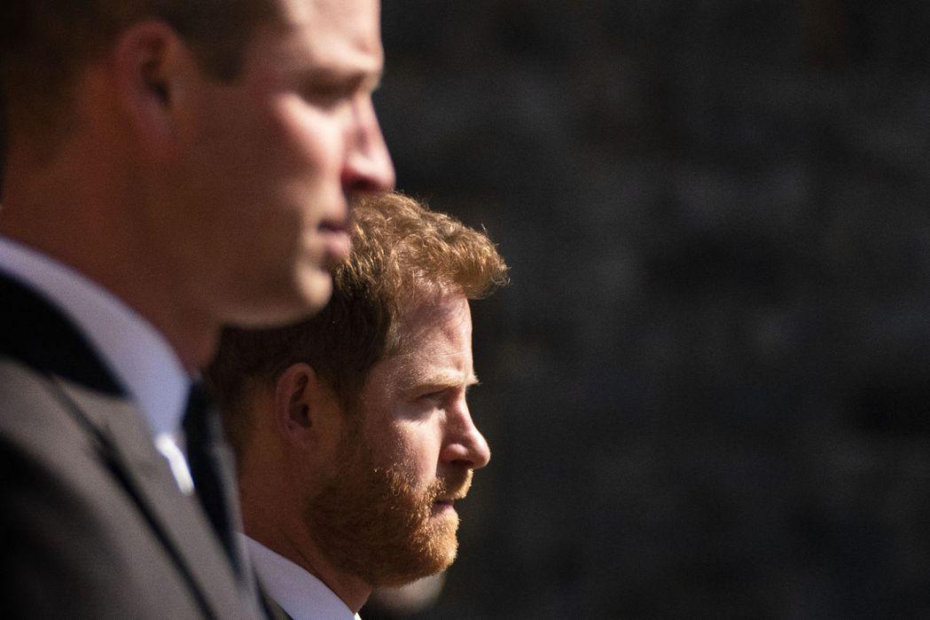 威廉與哈利17日一起送祖父最後一程。美聯社