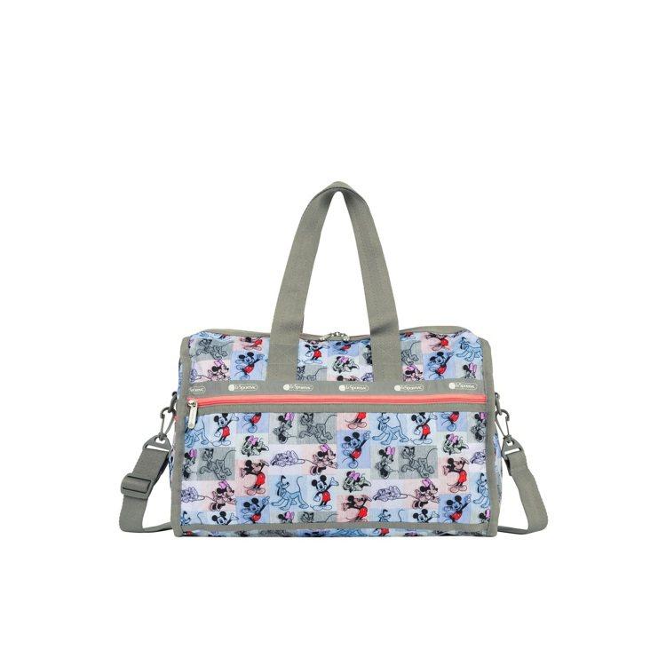 米奇馬賽克奢華中型旅行袋,7,400元。圖/LeSportsac提供