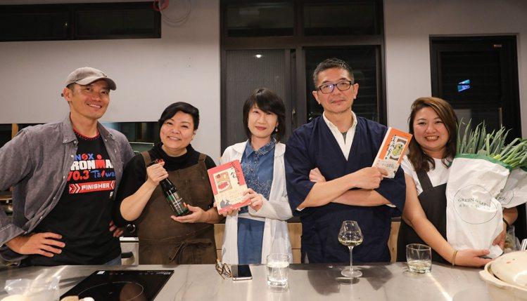 五位掌廚人蘇彥彰、李姝慧、丁世佳、蕭維政與毛奇(左起)。記者/李政龍攝影