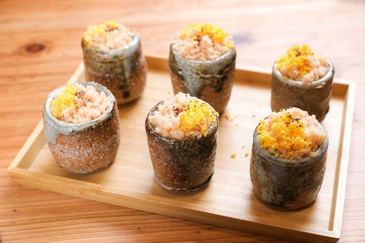 蕭維政的櫻花鱈魚鬆先用甜菜根將鱈魚染色,呈現出櫻花般的色澤。記者/李政龍攝影