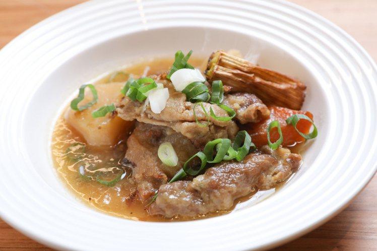 蘇彥彰用豬肉取代牛肉,以法式料理的做法處理這道馬鈴薯燉肉。記者/李政龍攝影