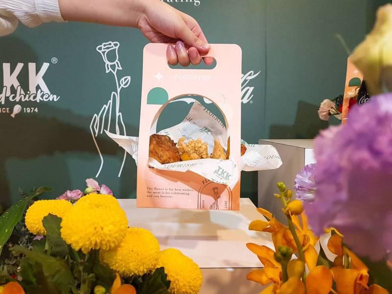 頂呱呱今年首度以韓系花籃為概念,打造出粉色系的手提花籃組合。記者陳睿中/攝影