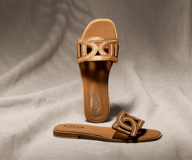 TOD'S Kate淺棕色皮革平底拖鞋,21,200元。圖/迪生提供