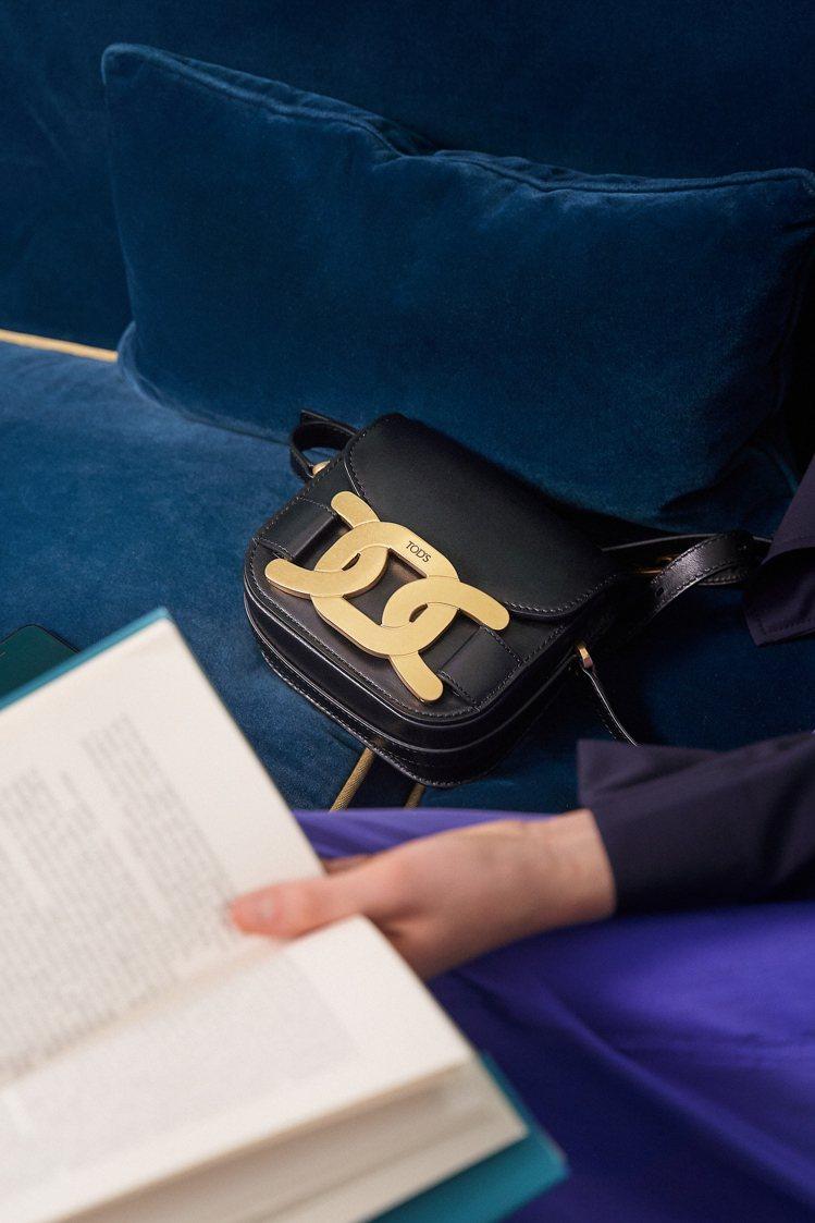 TOD'S Kate系列以金屬鍊條表示「環環相扣、緊緊相連」的意思。圖/迪生提供