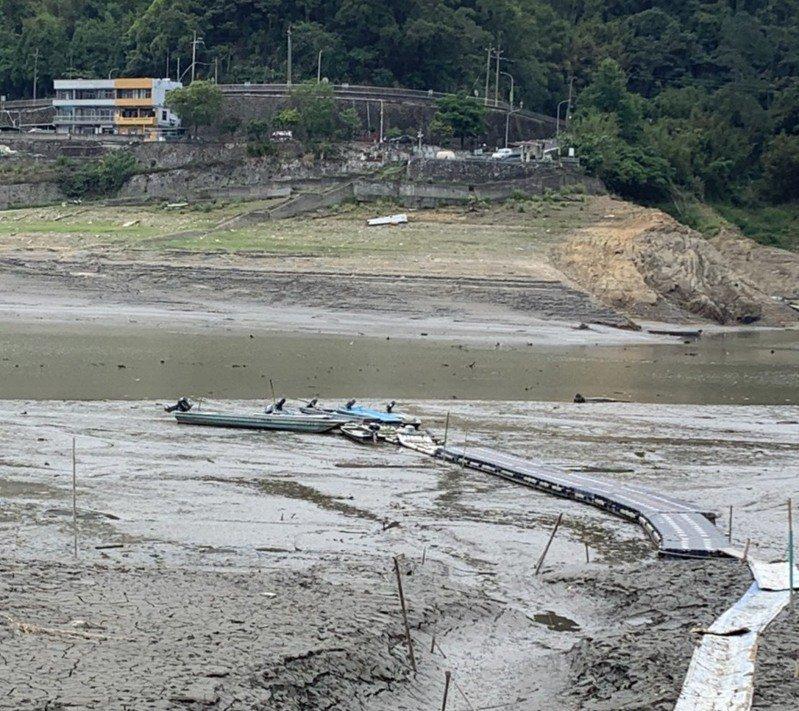 薑母島居民原有水路已無法使用,目前陸路為泥土路面,一般車輛難以通行。圖/原民局提供