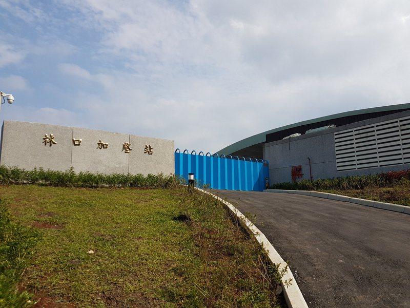 林口運動中心旁邊有一個5萬噸的蓄水池,再加上用戶的水塔貯水,大概可供應1.5天的用水量。圖/新北水利局提供