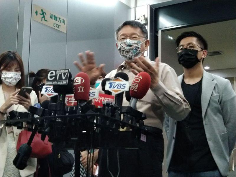 柯文哲今天說,街道正名依照目前台北市的自治條例,需五分之一住戶提案、四分之三通過,這已經與修憲門檻差不多了。記者林麗玉/攝影