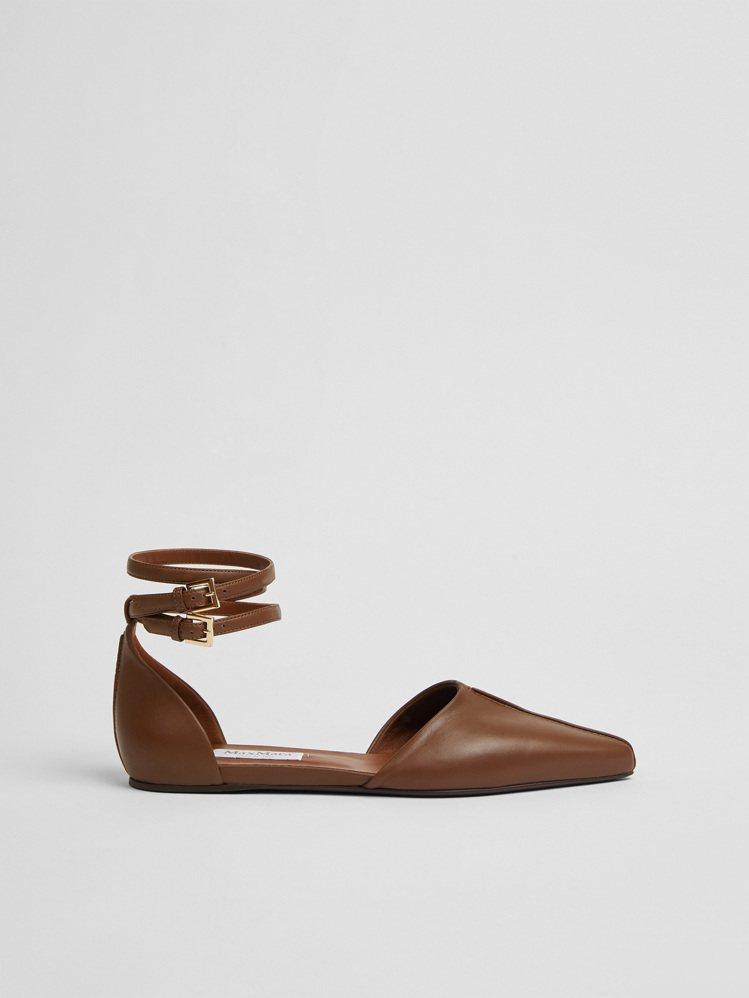駝色繫帶平底鞋,23,800元。圖/Max Mara提供