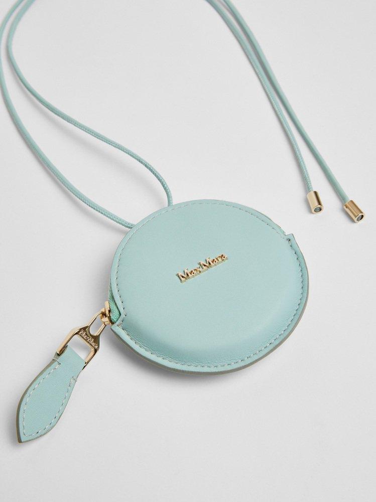 綠松石色圓型小包,11,800元。圖/Max Mara提供