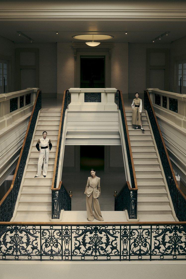 林心如演繹Max Mara垂綴飾袖駝色西裝外套76,800元、細肩帶內搭16,8...