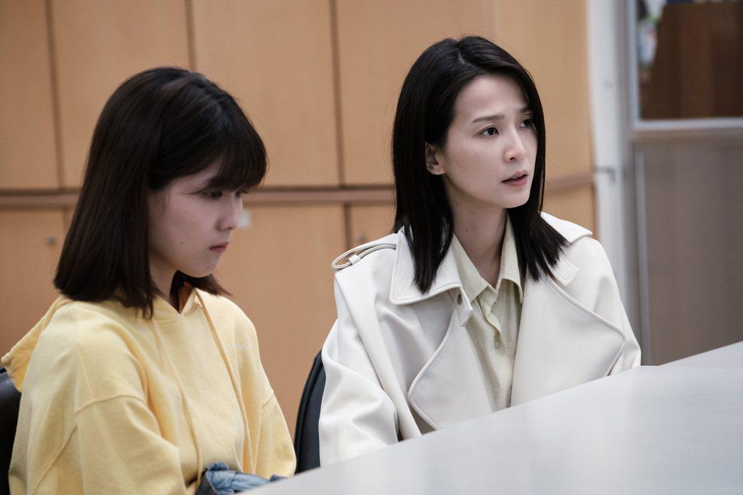 楚宣(右)、睦媄在「日蝕遊戲」中飾演母女。圖/民視提供