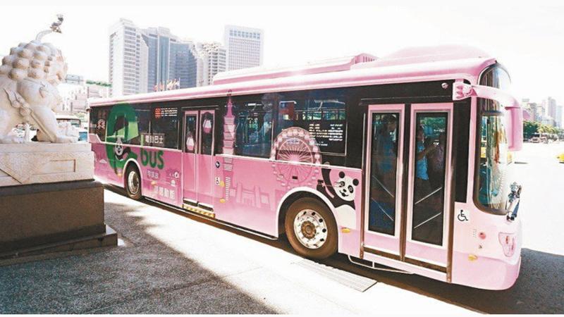 台北市去年發生公車門夾到人拖行意外。圖為示意,非當事公車。圖/聯合報系資料照片