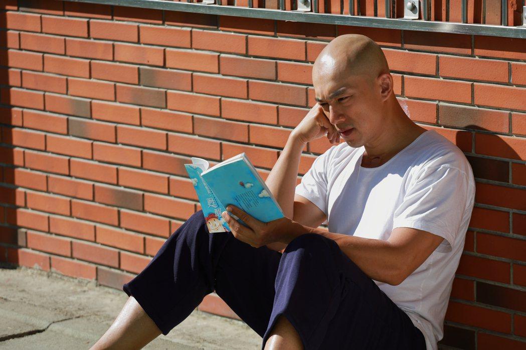 李政穎在「阿良的歸白人生」中,飾演因吸毒入獄主角高肇良。圗/大愛台