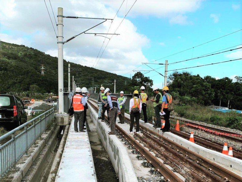 花蓮南平站至萬榮站約10公里施作雙軌化工程,預計明年9月完工,可提升準點率及班次調度空間。圖/台鐵提供