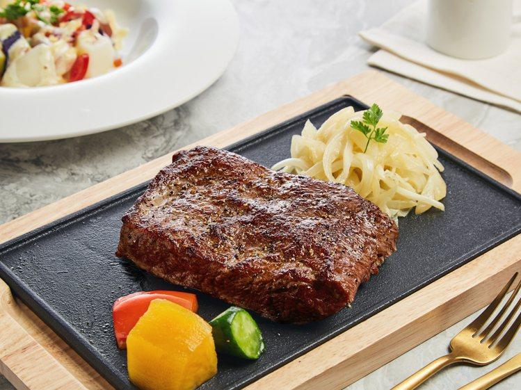 王品旗下的西堤牛排,推出加價99元升級10盎司原塊牛排的優惠。圖/王品提供