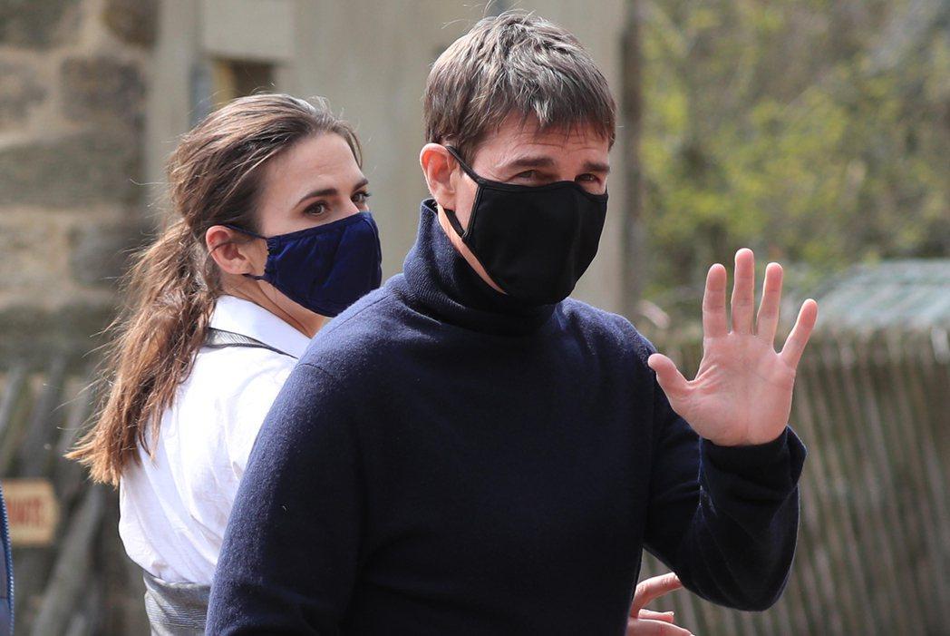 湯姆克魯斯(右)與海莉艾薇(左)現身英國約克郡小鎮拍「不可能的任務7」。圖/達志...