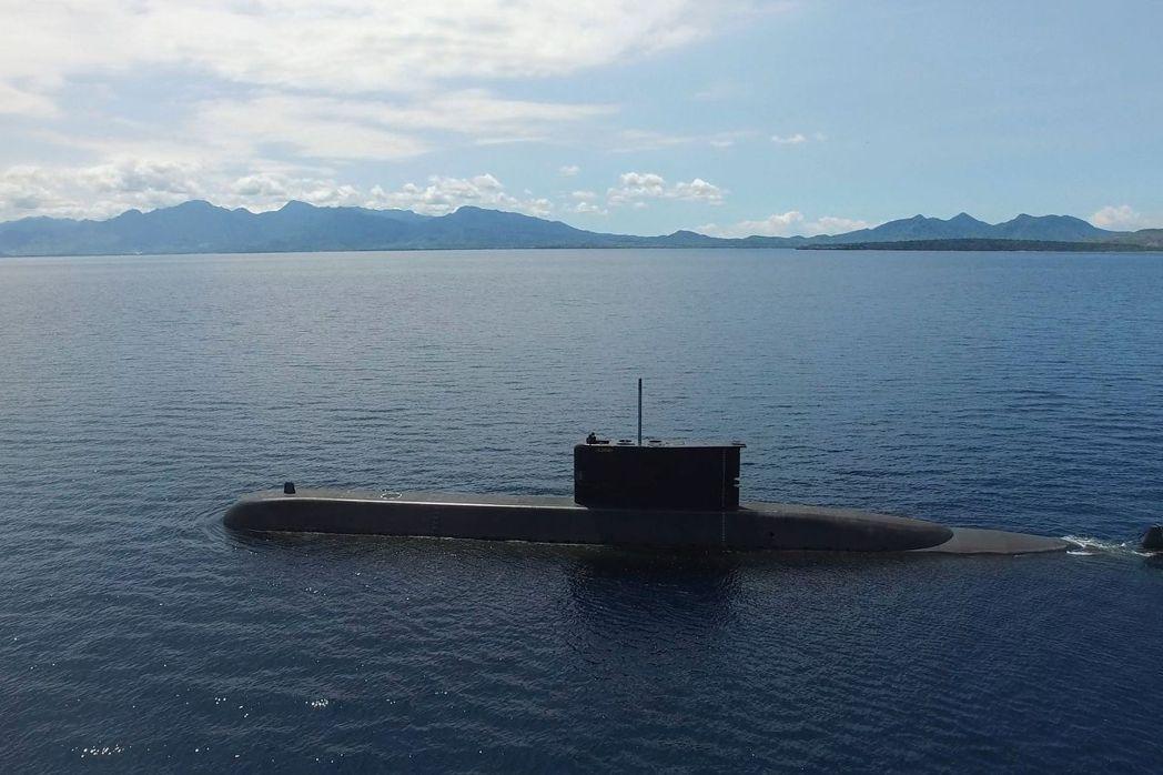 印尼海軍一艘名為KRI Nanggala的潛艦21日早上驚傳失聯,圖為印尼自製潛...
