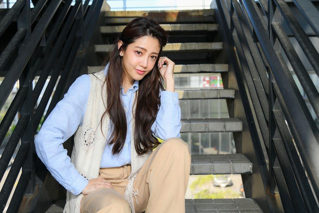 黃薇渟身材高挑在新戲「戀愛是科學」中飾演空姐。圖/三立提供 服裝、鞋包提供:BA