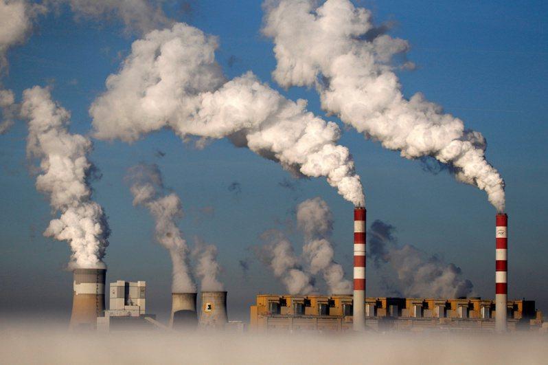 減少碳排也同時具有改善空汙的效益。路透