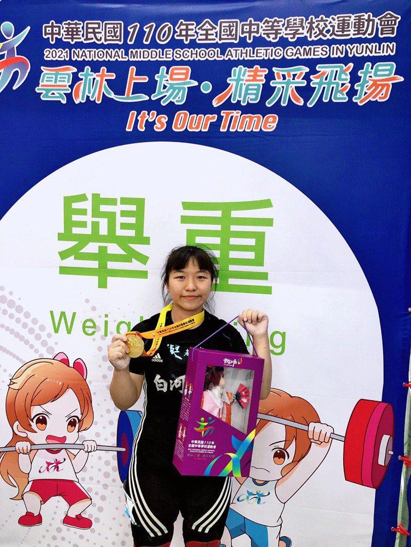 台南市白河商工李恩昀在高女舉重64級破全國紀錄。圖/台南市體育處提供