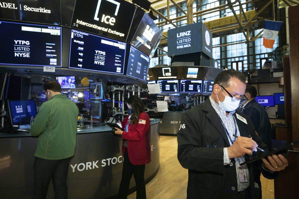 美股21日早盤小跌,Netflix上季財報不如預期,拖累科技股。  美聯社