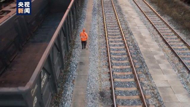 大陸將在5月1日前後恢復與北韓之間的貨運列車服務。(圖/取自央視新聞)