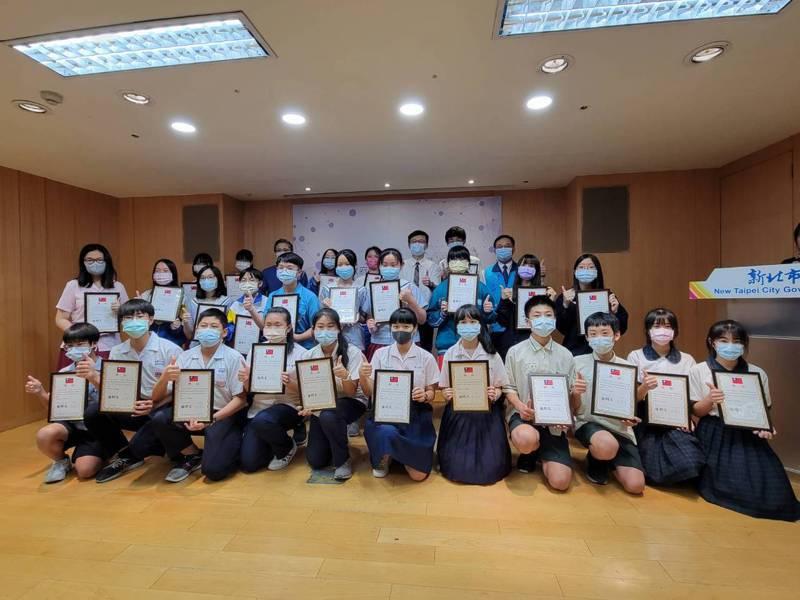 新北市教育局與聯合報系合作開辦口語表達班課程,總計10所國中超過300位學生參與,共27名學生獲獎。記者江婉儀/攝影