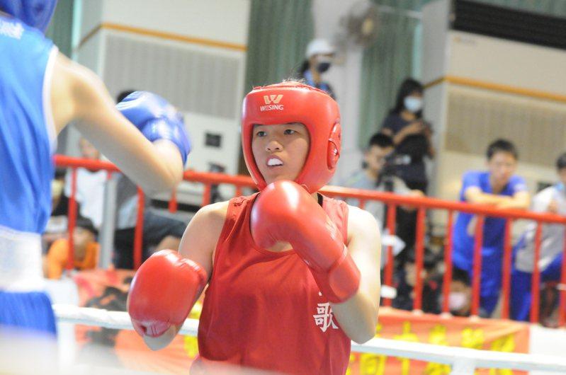 鶯歌工商劉宇珊(右)打下高女組51公斤級金牌。記者曾思儒/攝影